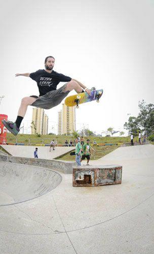 Cris-Mateus_Japan-One-foot_Homero-N.jpg